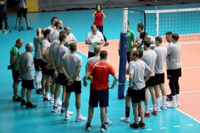 Двама треньори ще водят националите по волейбол