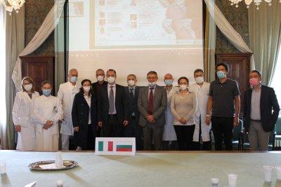 Лекари от ВМА обмениха опита си с COVID-19 с италиански колеги