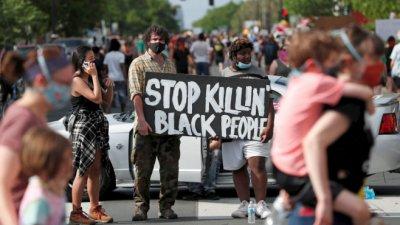 Протести в Минеаполис: Спрете да убивате чернокожите! (СНИМКИ)