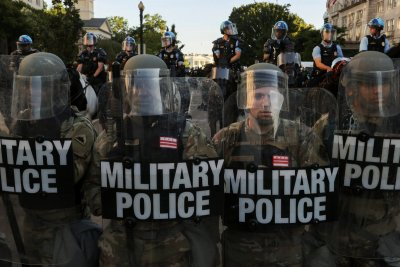 Пентагонът изпрати 1,6 хил. военни във Вашингтон