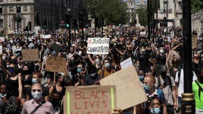 Протестите в САЩ все по-масови, но насилието намалява