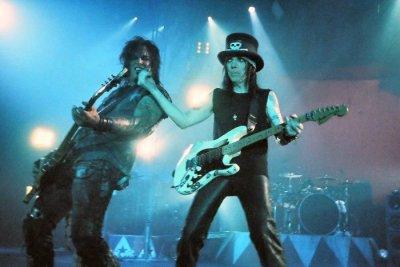 Mötley Crüe, Def Leppard, Poison и Джоан Джет отмениха лятното си турне