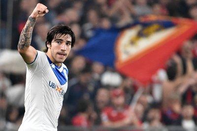 Интер спечели битката с Милан за Тонали