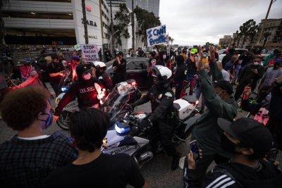Тръмп прати 18 000 войници срещу бунтовниците