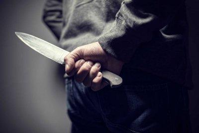 Кибритлия заби нож в патрулка
