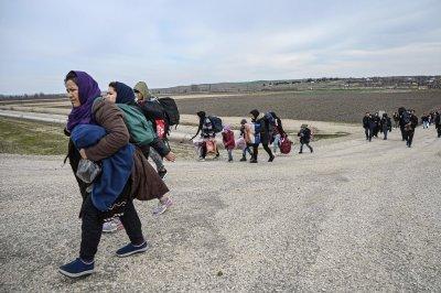 Словения спира мигрантите с полиция