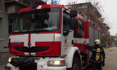 Микробус горя на булевард в София