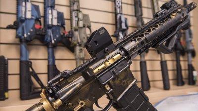 Картечни пистолети, автомати и 2000 боеприпаса намериха у престъпна група в Добрич