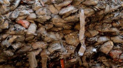 Откриха над 60 тона заровен боклук в Червен бряг
