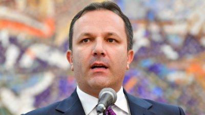 Македонският премиер и трима министри отидоха в изолатора