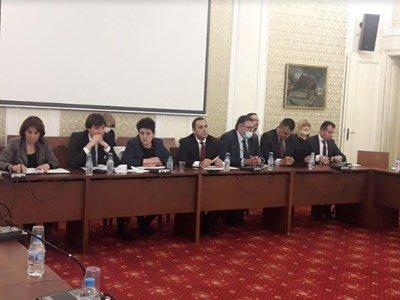 Икономическата комисия на 1-во четене: Държавните бензиностанции одобрени