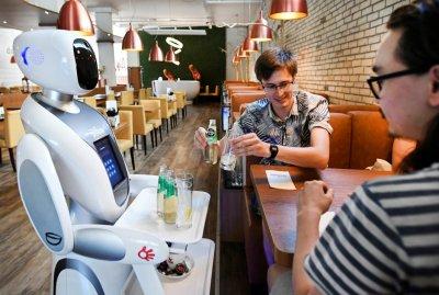 Бъдещето е тук: Роботи сервират в Нидерландия
