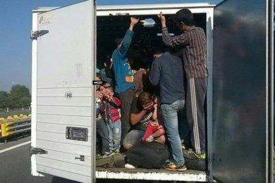 Хванаха ТИР с бежанци близо до границата на Сърбия с България