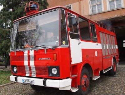 Лек автомобил е горял на бензиностанция в Ихтиман