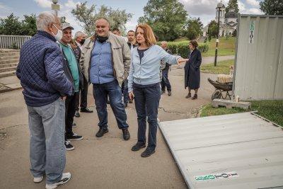Фандъкова инспектира старта на строеж на фитнес за кучета