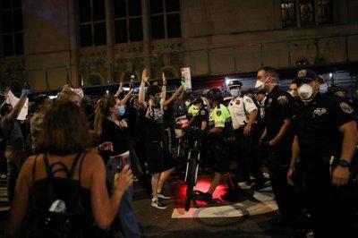Масов протест в Бруклин заради смъртта на Джордж Флойд (СНИМКИ)