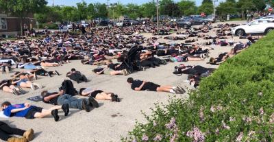 "Илинойс се вдигна на мирен протест ""Не мога да дишам!"" (ВИДЕО)"