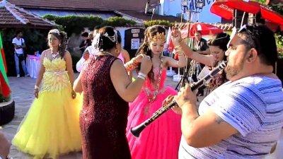 """ЕКШЪН ВЪВ """"ФАКУЛТЕТО"""": Ченгета разгониха 500 души от циганска сватба"""