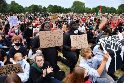 23-ма полицаи ранени на протестите в Лондон