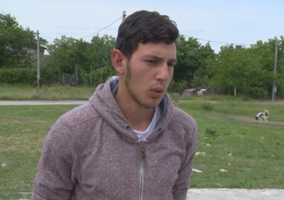 Свидетел: 16-годишният Борислав падна на земята и почина в ръцете ми