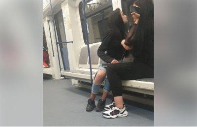ПОТРЕС! Малолетни пикли се нашмъркаха в метрото (ВИДЕО)