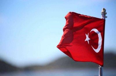 Турция забранява излизане от домовете в 15 провинции
