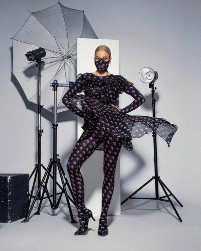 Емилия шокира с моден аутфит