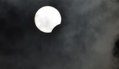 Вижте магията на слънчевото затъмнение (СНИМКИ)