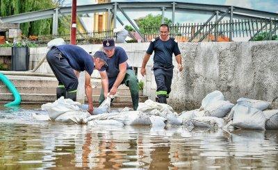Три жертви на наводнения в Румъния