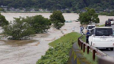 Порой наводни старчески дом и взе 14 жертви в Япония (СНИМКИ)