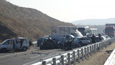 "Верижна катастрофа на автомагистрала ""Струма"""