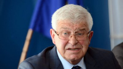 Бивш здравен министър: Кирил Ананиев се справя