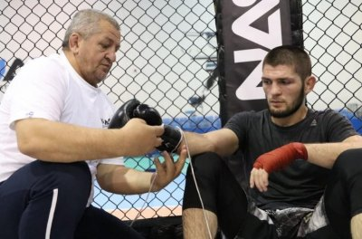 COVID-19 взе нова жертва - бащата на Хабиб Нурмагомедов