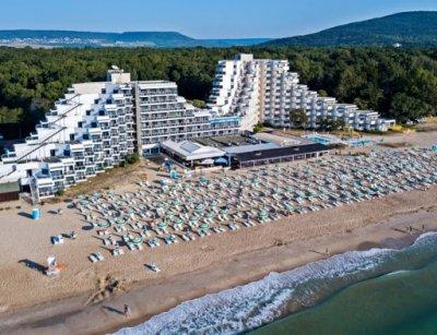 Курортът Албена бори вируса с крути мерки - затвори дискотеките