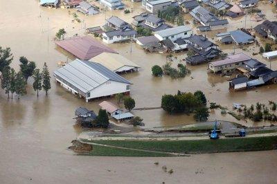 34 са жертвите на наводненията в Япония