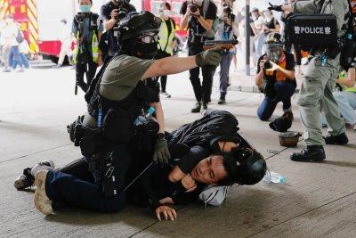 180 задържани на протести в Хонконг