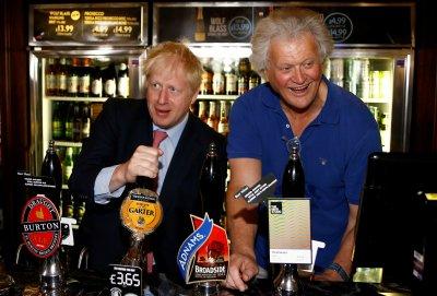 РАЗХЛАБВАНЕ: Англия отваря барове, хотели, кина и театри