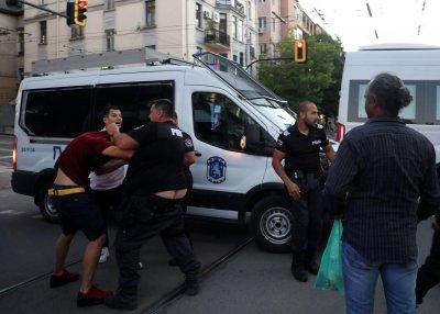Лумпени пробваха да пуснат кръв на протестите (ОБЗОР+СНИМКИ+ВИДЕО)