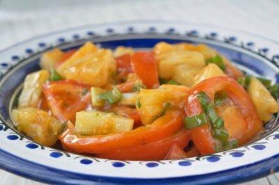 Доматена салата с ананас