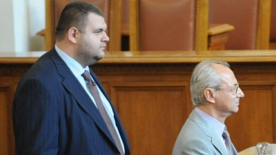 БОМБА! Доган и Пеевски: Отказваме се от охраната на компрометираното НСО