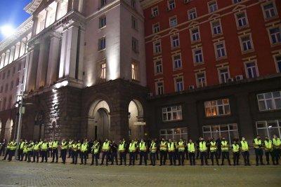 Извънредно в Lupa.bg: Черепа призова полицаите да спрат да пазят властта