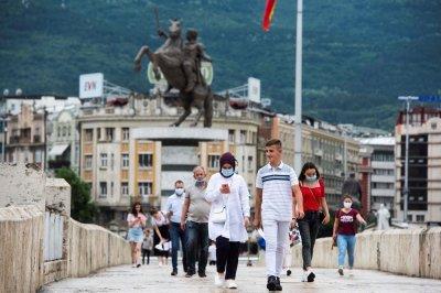 Пандемията в Северна Македония не стихва, но болниците засега се справят