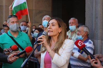 Министри и депутати в защита на кабинета (СНИМКИ)