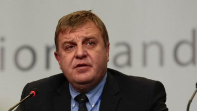Каракачанов: Към днешна дата кабинетът няма да подава оставка