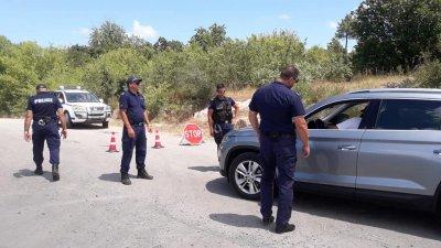 """Полицията затвори пътя към Бургас заради протестите край """"Росенец"""""""