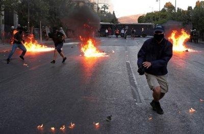 Бунтове в Гърция срещу нов закон за протестите (СНИМКИ)