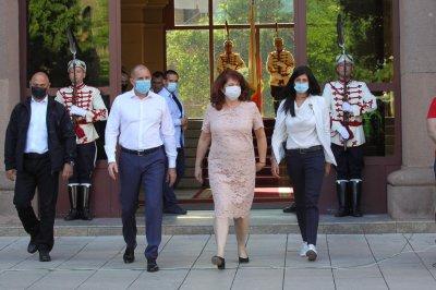 """""""Дондуков"""" 2: Управляващите дължат отговор на целия народ за вихрещата се корупция"""