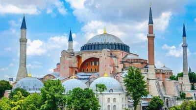 """Захариева се сети за """"Св. София"""" в Истанбул: Съжаляваме за това решение"""