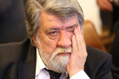 Десетки творци искат оставката на Вежди Рашидов