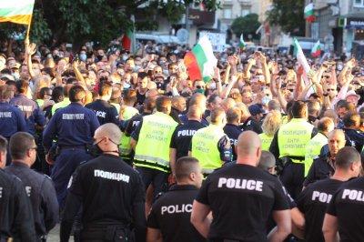 Първи арести на протестиращи
